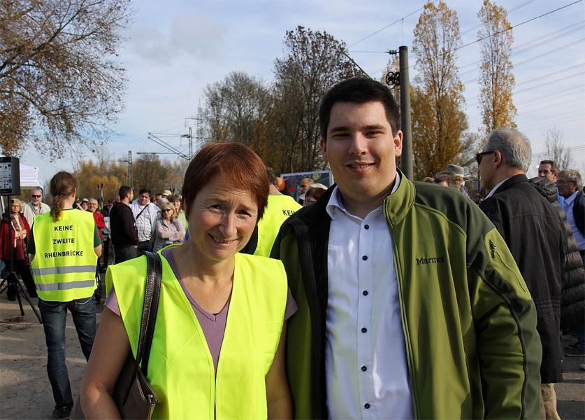 Bettina Lisbach und Alexander Salomon am 8. November beim Aktionstag gegen eine 2. Rheinbrücke in Knielingen (Bild: Die Grünen Karlsruhe)
